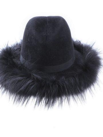 cow-girl-fur-hat
